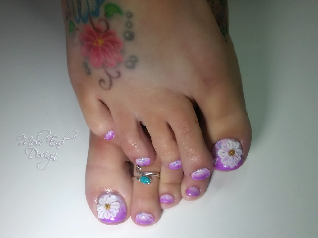 Pigment over gel polish toes with 3d petals