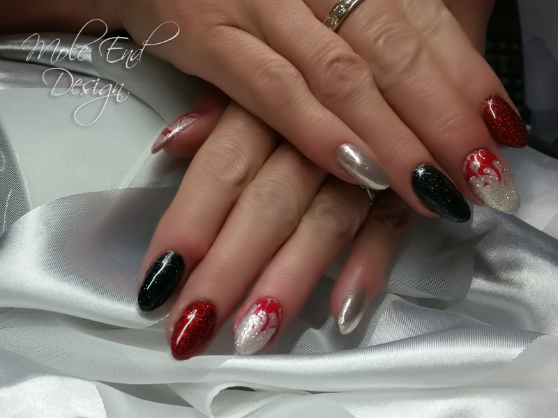 Halloween nails in black, red and silver