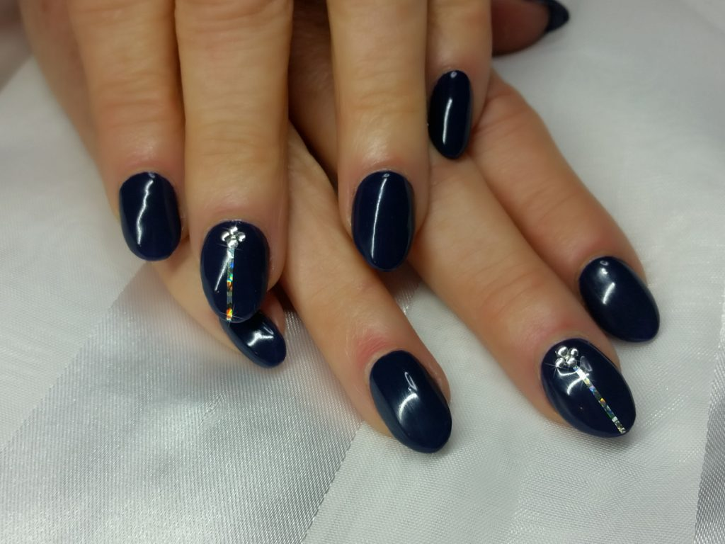 Striping on navy nails