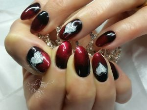 Red and Black ombré Valentine Nails with hearts