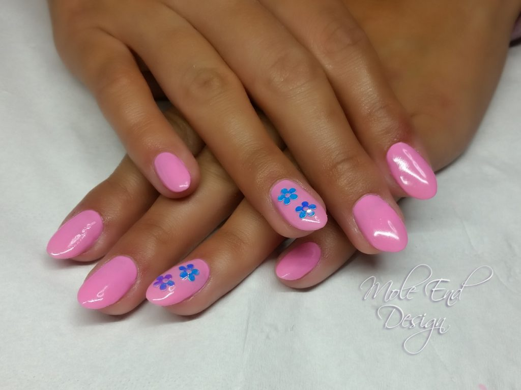 Holiday pink nails with flowers