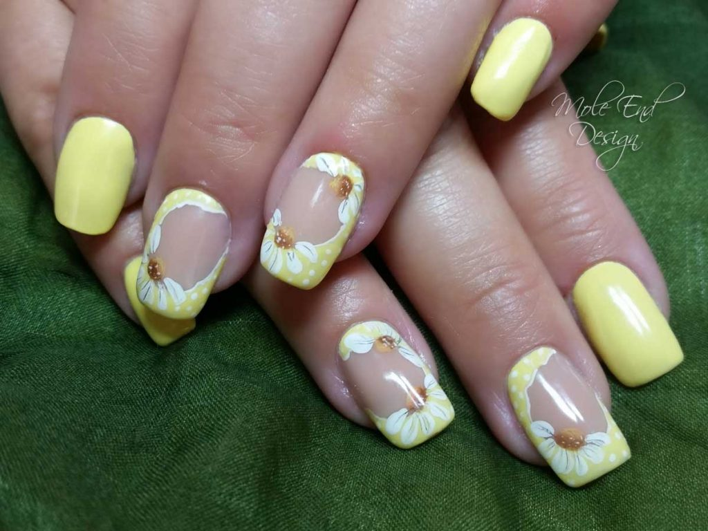 Lemon and daisy nails
