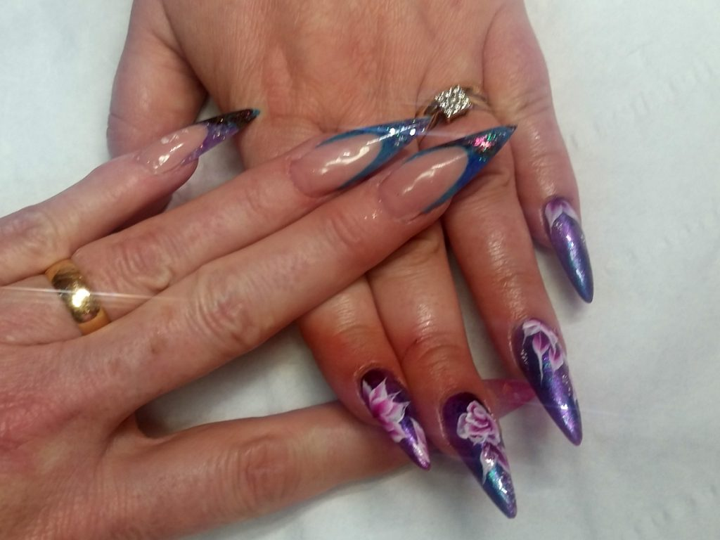 Stilettto nails and one stroke